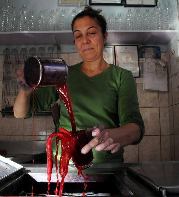'Şalgamcı Abla', 35 yıldır şalgam suyu satıyor