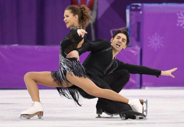 Artistik buz pateni temsilcimizin kıyafeti gündem oldu