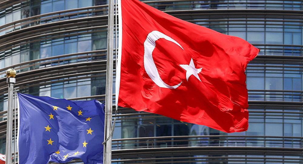 AB, Türkiye'nin fonunda kesintiye gidecek