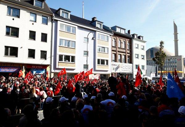 Türkiye düşmanı Almanlar sokakta