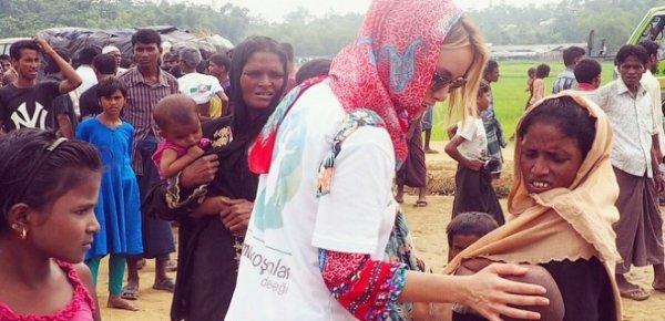Gamze Özçelik Afrikalı çocuklarla buluştu