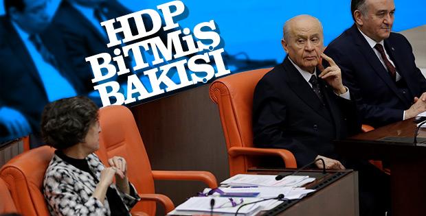 Devlet Bahçeli HDP sıralarına acıyarak baktı