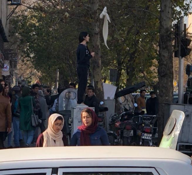 İran'da protestolar ve iç karışıklık hesapları