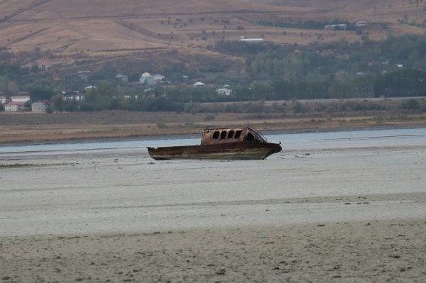 Van Gölü'nün suları çekildi