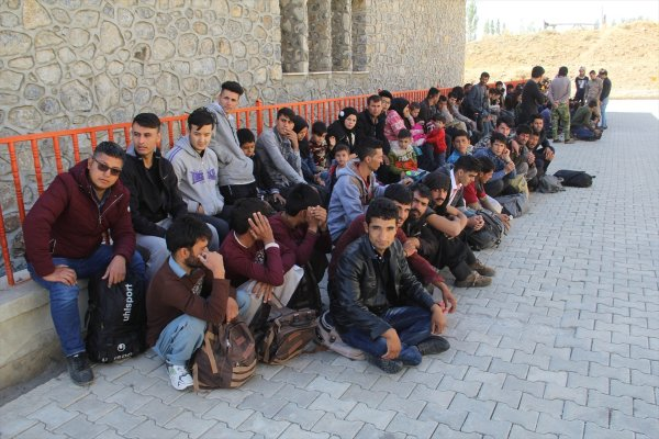 Van'da 118 düzensiz göçmen yakalandı