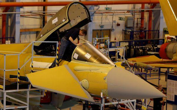 Katar İngiltere'den savaş uçağı aldı