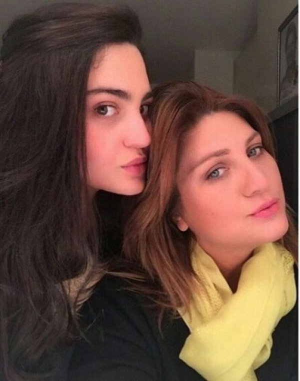 Sibel can share a picture with her daughter