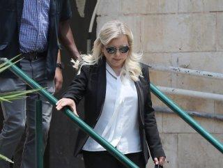 Netanyahu'nun eşi para cezasıyla kurtuldu