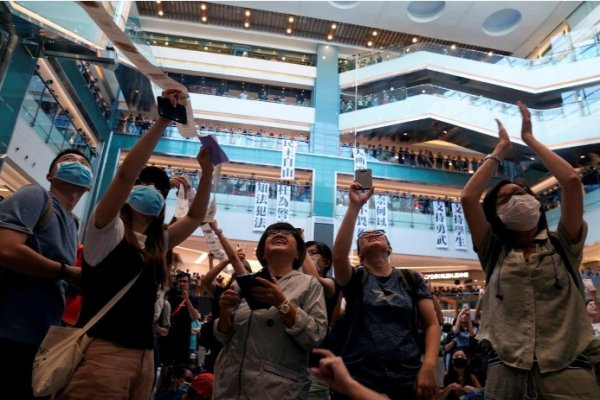 Protesters occupy shopping mall in Hong Kong