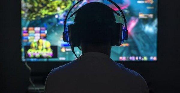 Çin'de 18 yaş altı gençlere online oyunları sınırlaadı