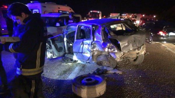 Bursa'da otomobil ile minibüs çarpıştı