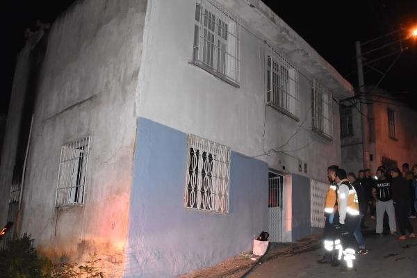 İtfaiye eri yanan eve girerek bir kadını kurtardı