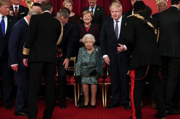 Kraliçe Elizabeth liderler için resepsiyon düzenledi