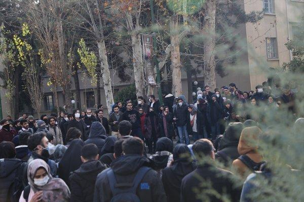 İran halkı rejim karşıtı gösterilerine devam ediyor