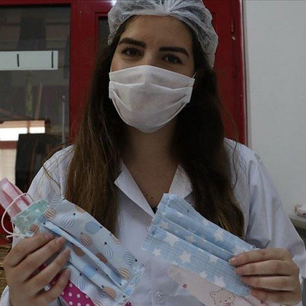 Bayramda çocuklara şeker yerine renkli maske