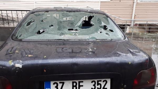 Kastamonu'da dolu ev ve araçlara hasar verdi