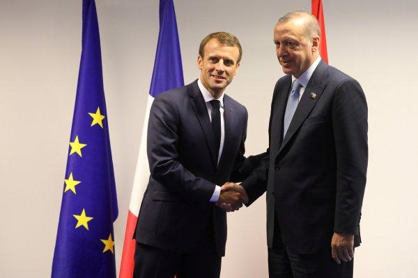 Erdoğan ile Macron arasında samimi görüşme