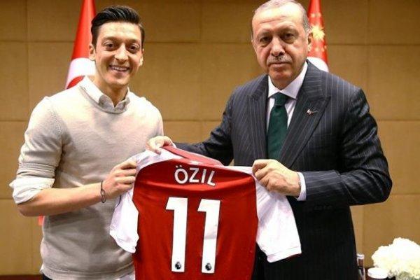 Başkan Erdoğan, Mesut Özil'i aradı