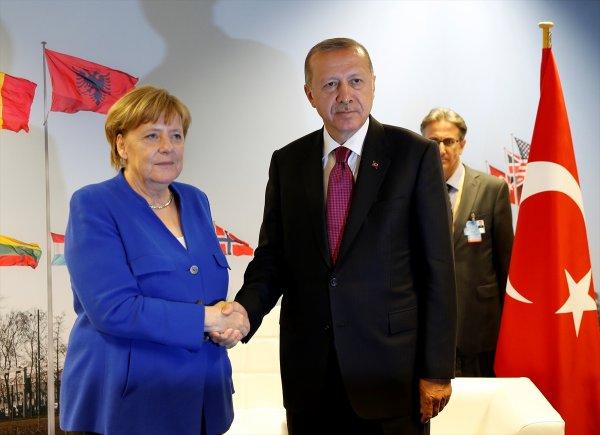 NATO'da Erdoğan-Merkel görüşmesi