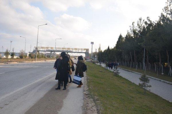 Öğrenciler minibüslere zammı yürüyerek protesto etti
