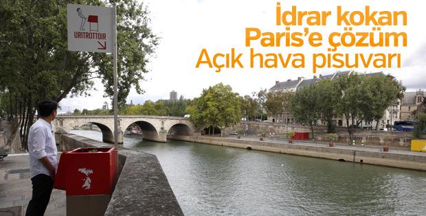Paris sokaklarına açık hava pisuvarı