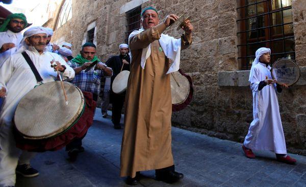 Lübnan'da Sufilerin kandil 'kutlaması'