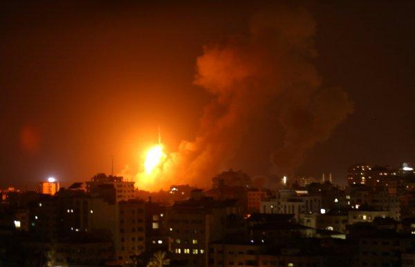 İsrail Gazze'yi BAE ile birlikte vurdu