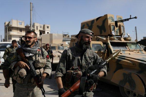 Afrin'de YPG Rus bayraklarını siper olarak kullanıyor