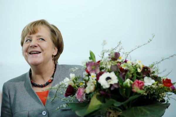 Der Spiegel: Merkel Çıplak
