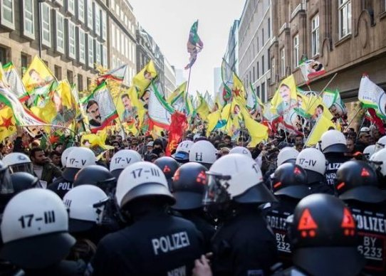 Almanya'da PKK'lılar polisler ile çatıştı