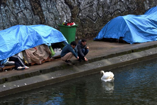 Fransa'da sığınmacıları gözaltına alacak yasa geçti