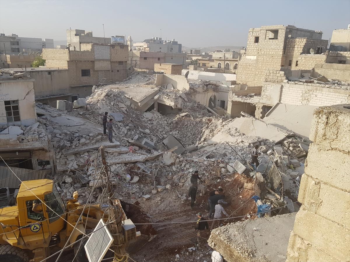Halep'te pazar yerine hava saldırısı: 10 ölü