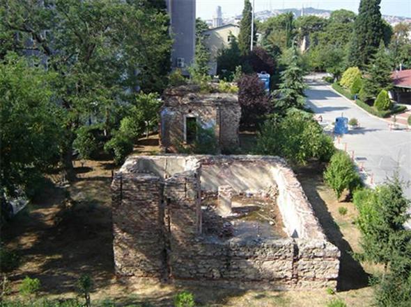 V. Murad Av Köşkü hamamının restorasyonu tepki görüyor