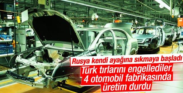 Türk tırlarının gecikmesi Rusya'da otomotiv üretimini etkiledi
