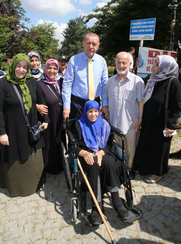 Başkan Erdoğan Çamlıca Korusunda vatandaşlarla buluştu