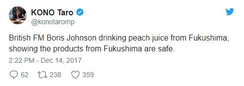 Johnson Fukuşima'da üretilen şeftali suyunu içti