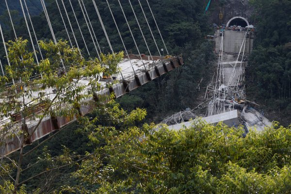 Kolombiya'da köprü çöktü: 10 ölü
