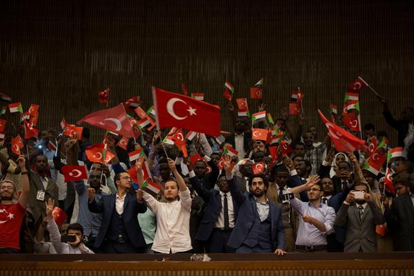 Hartum Üniversitesi Rektörü'nün Erdoğan takdimi