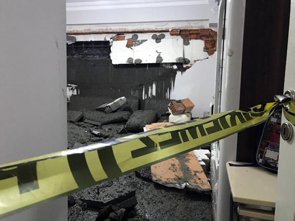 Eyüp Sultan'da duvarı çöken eve yaş beton doldu