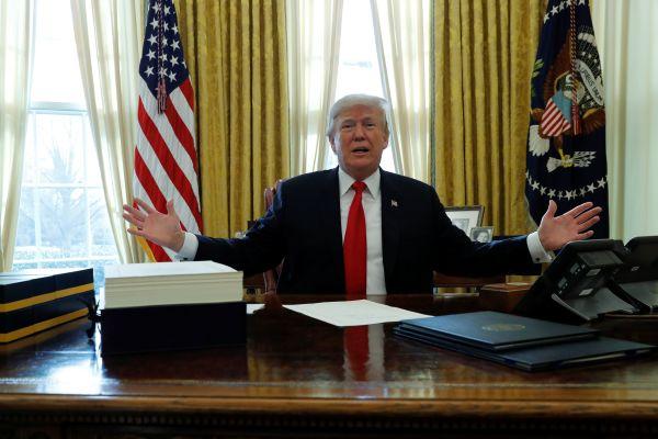 Trump, YGP'ye silah verilmesini öngören tasarıyı onayladı