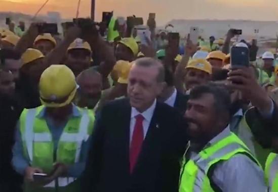 Kuveyt'teki Türk işçiler Erdoğan'ı tezahüratla karşıladı