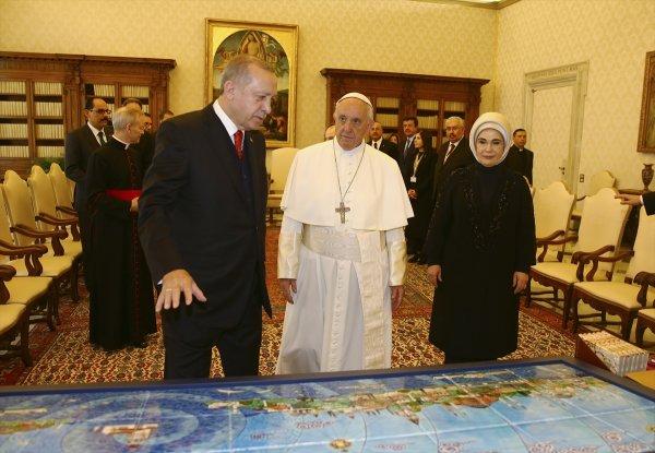 Cumhurbaşkanı Erdoğan'dan Papa'ya hediye
