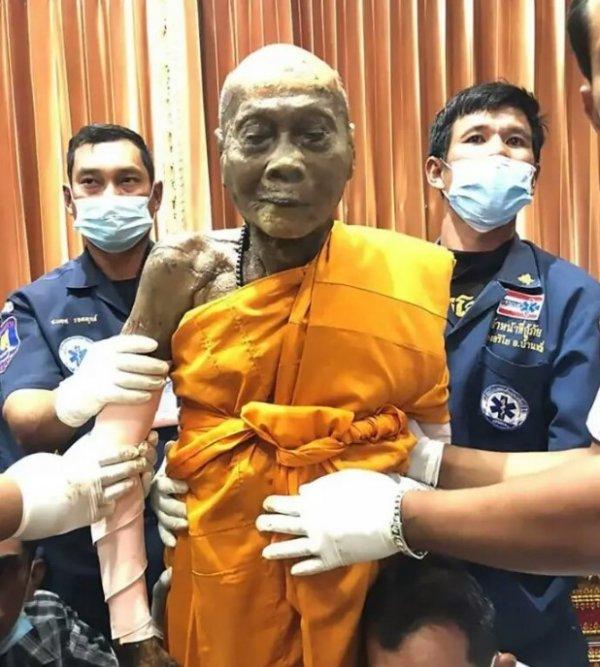 Öldükten 2 ay sonra mezarından çıkarılan budist