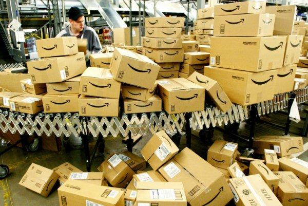 Amazon çalışanlarını kelepçeleyecek