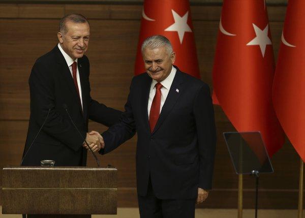 Başkan Erdoğan Binali Yıldırım'a şeref madalyası verdi