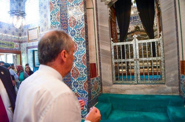 Muharrem İnce Eyüp Sultan Türbesi'ni ziyaret etti