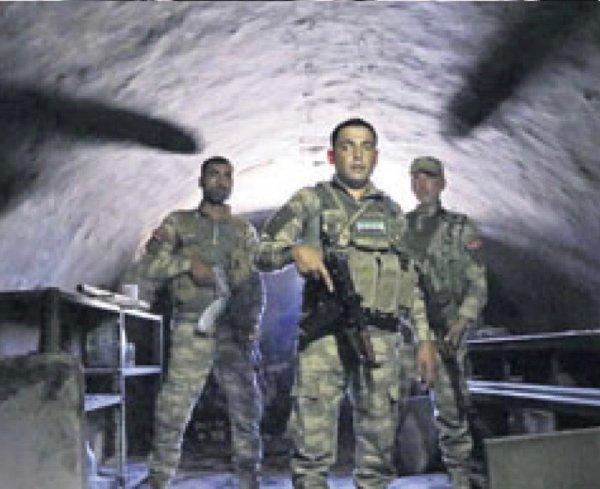 Terörden arınıdırılan Afrin'de ÖSO devriye geziyor