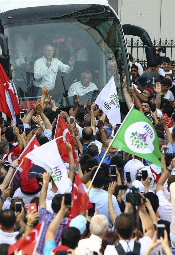 HDP'liler Muharrem İnce'nin Sancaktepe mitinginde