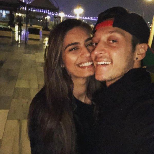 Mesut'tan Amine Gülşe'ye 15 milyon liralık düğün hediyesi