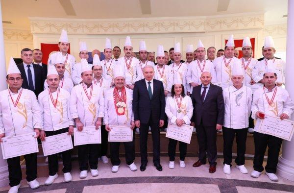 Başkan Uysal sosyal tesislerin aşçılarını kutladı